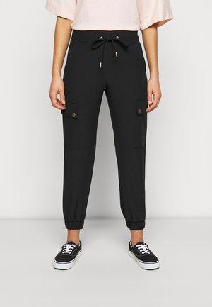ONLGLOWING PANTS - Pantalones cargo - black