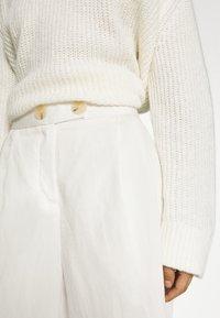 Rich & Royal - CULOTTE PANTS - Trousers - pearl white - 5