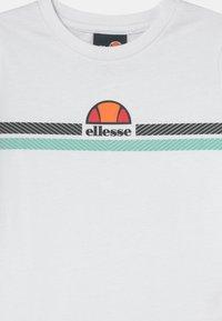 Ellesse - MANDOLA TEE - Print T-shirt - white - 2