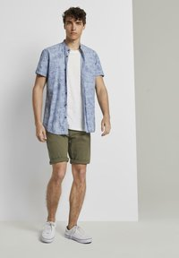 TOM TAILOR DENIM - Denim shorts - dry greyish olive - 1