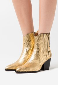 Toral - Cowboy/biker ankle boot - roy vacuno gold - 0
