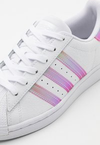 adidas Originals - SUPERSTAR SPORTS INSPIRED SHOES UNISEX - Sneakers basse - footwear white/light pink/core black - 5