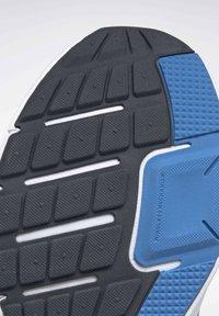 Reebok - REEBOK RUNNER 4.0 SHOES - Neutral running shoes - blue - 10