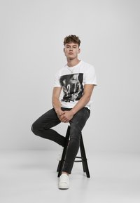 Mister Tee - TUPAC PROFILE - Print T-shirt - white - 4