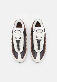 Nike Sportswear - AIR MAX 95 - Trainers - sail/black/cashmere/dark driftwood/light chocolate - 3