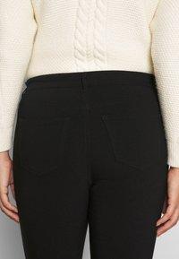 Vero Moda Curve - VMMASJA CURVE - SLIM TROUSER - Jeans Skinny - black - 5