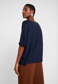 Dranella - TEE - T-shirts med print - dark saphire - 2