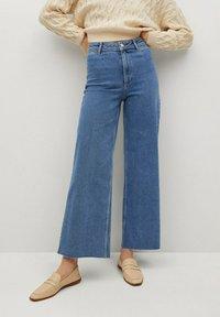 Mango - CATHERIN - Flared Jeans - middenblauw - 0