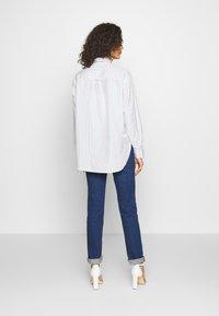Levi's® - Skjorte - amaris/bright white - 2