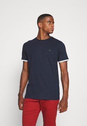 SLHREGPAT O NECK TEE - Print T-shirt - navy blazer
