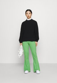 Gina Tricot Petite - ABBIE TROUSERS - Tygbyxor - kelly green - 1