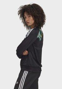adidas Originals - RACK TOP - Sweatshirt - black - 3