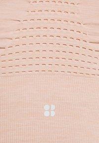 Sweaty Betty - STAMINA LONGLINE BRA - Sujetador deportivo - fawn pink - 2