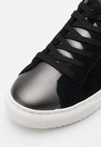 Colmar Originals - BRADBURY  - Sneakers laag - black/dark silver - 6