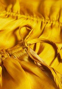 Banana Republic - RUCHED SHOULDER FLOUNCE - Blusa - golden yellow - 2