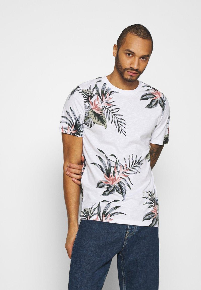 Jack & Jones - JPRHOLIDAY TEE CREW NECK - T-shirt med print - white