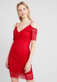 Guess - DAVINA DRESS - Robe de soirée - red attitude - 0