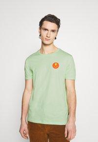 YOURTURN - UNISEX - Print T-shirt - green - 0