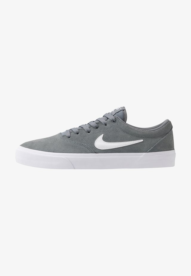 CHARGE UNISEX - Matalavartiset tennarit - cool grey/white
