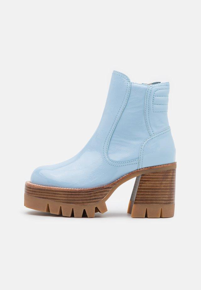 QUAVO  - Kotníkové boty na platformě - baby blue