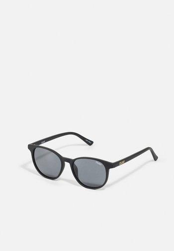Sunglasses - matte black/smoke
