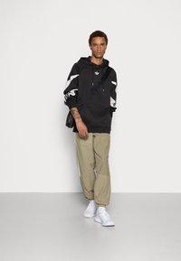 adidas Originals - SHARK HOODIE - Felpa - black/grey one - 1