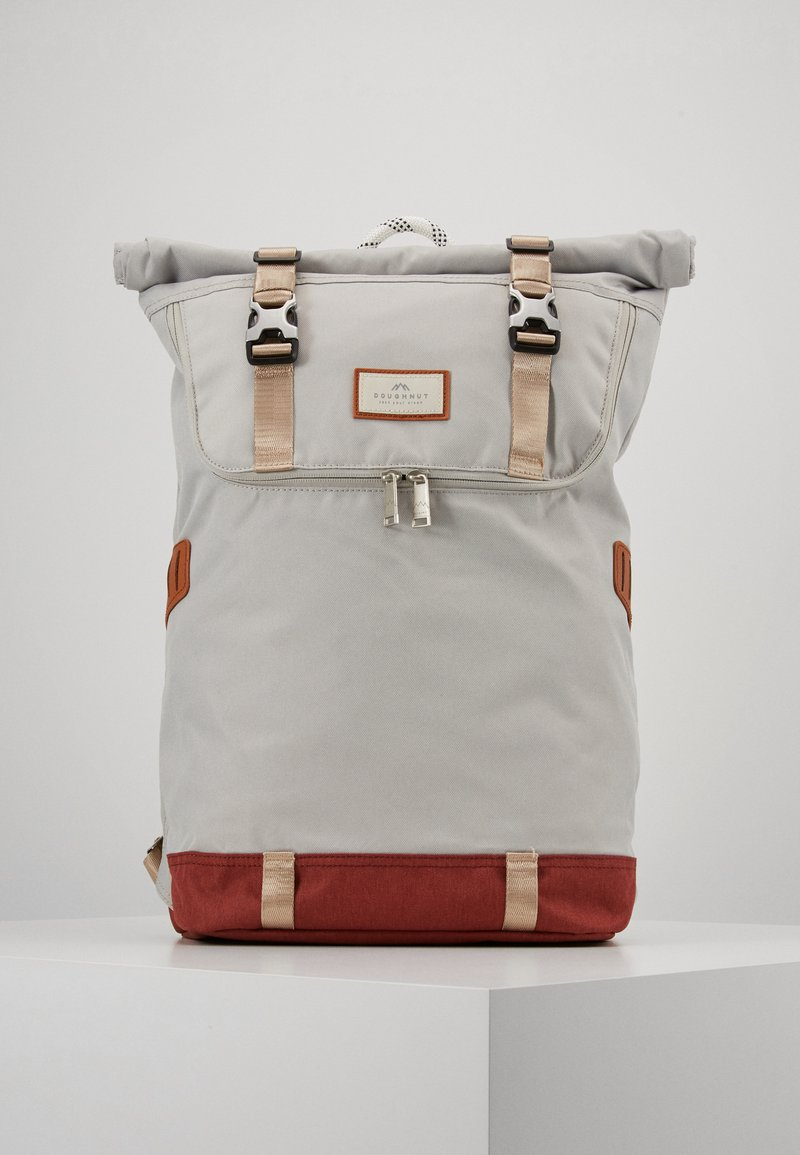 Doughnut - CHRISTOPHER MID TONE SERIES - Rucksack - light grey/maroon