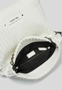 KARL LAGERFELD - KUSHION FOLDED TOTE - Tote bag - white - 4