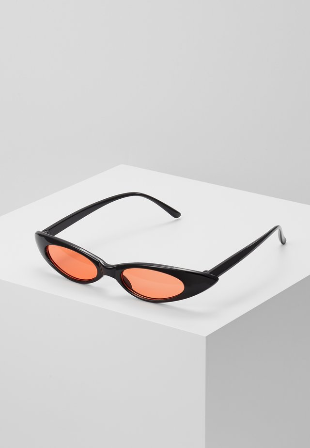 SUNGLASSES - Aurinkolasit - black/red