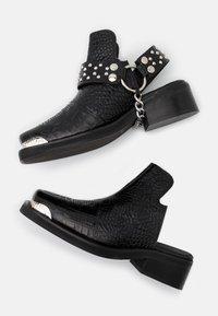 The Kooples - BOTTINES WESTERN CROCO - Kotníková obuv - black - 4