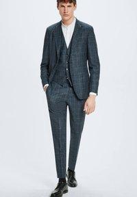Strellson - GYL - Suit waistcoat - dunkelblau kariert - 1