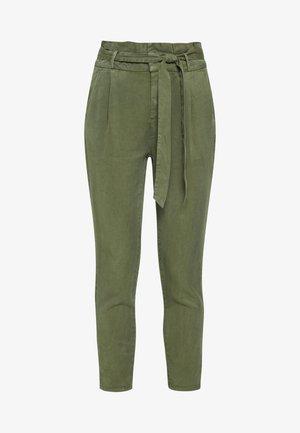VMEVA PAPERBAG PANT  - Pantaloni - ivy green