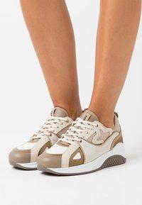 Fabienne Chapot - RISING STAR  - Zapatillas - cream white - 0