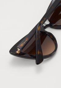 VOGUE Eyewear - Solbriller - dark havana - 2