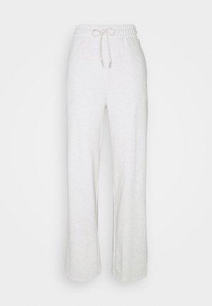 HER WIDE PANTS - Teplákové kalhoty - puma white heather