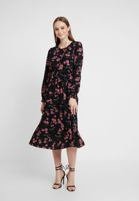 Vero Moda - VMMALLIE SMOCK DRESS - Day dress - black/mallie - 0
