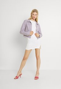 Glamorous - SIDE SPLIT SLEEVELESS MINI DRESS WITH HIGH ROUND NECKLINE - Vestido ligero - off white - 1