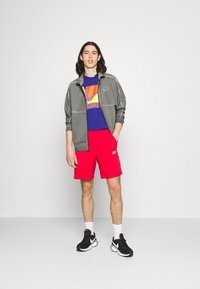 Nike Sportswear - TRIBUTE - Shorts - university red - 1