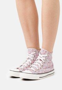 Converse - CHUCK TAYLOR ALL STAR - Zapatillas altas - vintage white/pink foam/infinite lilac - 0