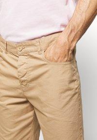 Benetton - BASIC CHINO - Shorts - beige - 4