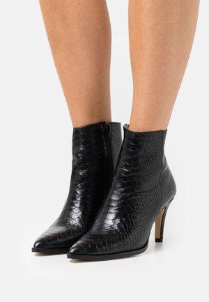MEEN BOA - Kotníkové boty - noir