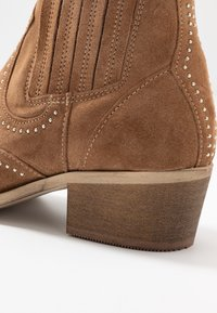 Pavement - RUTH - Cowboy/biker ankle boot - taupe - 2