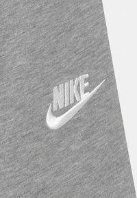 Nike Sportswear - CLUB - Teplákové kalhoty - grey heather - 2