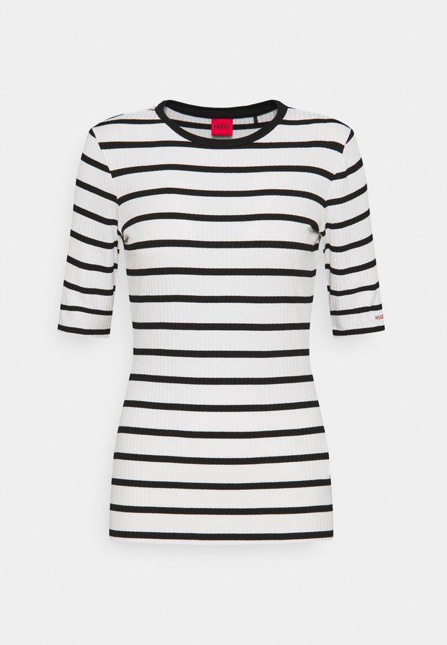 NILARA - T-shirt print - white