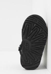 UGG - NEUMEL - Šněrovací kotníkové boty - black - 5