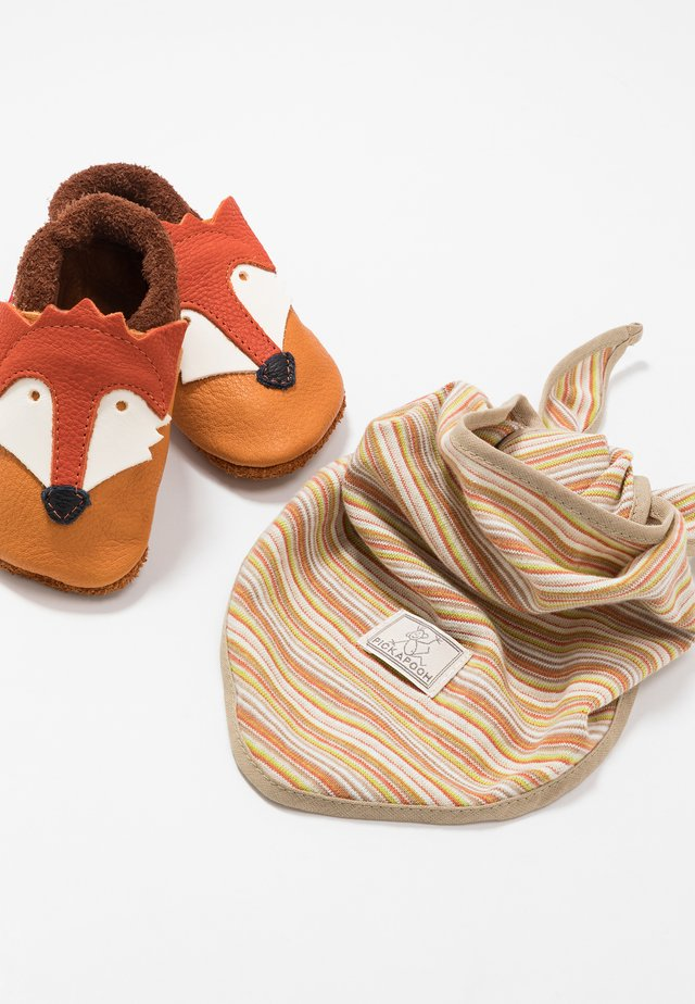 FUCHS SET - First shoes - castagno/orange