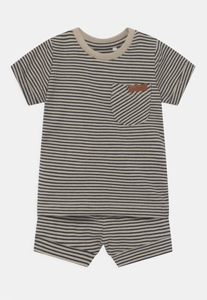 NBMFIPAN SET - Print T-shirt - dark sapphire