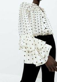 Uterqüe - MIT LAMÉFÄDEN - Button-down blouse - beige - 5