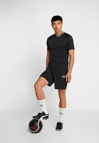 Under Armour - CHALLENGER SHORT - Korte sportsbukser - black/white - 1