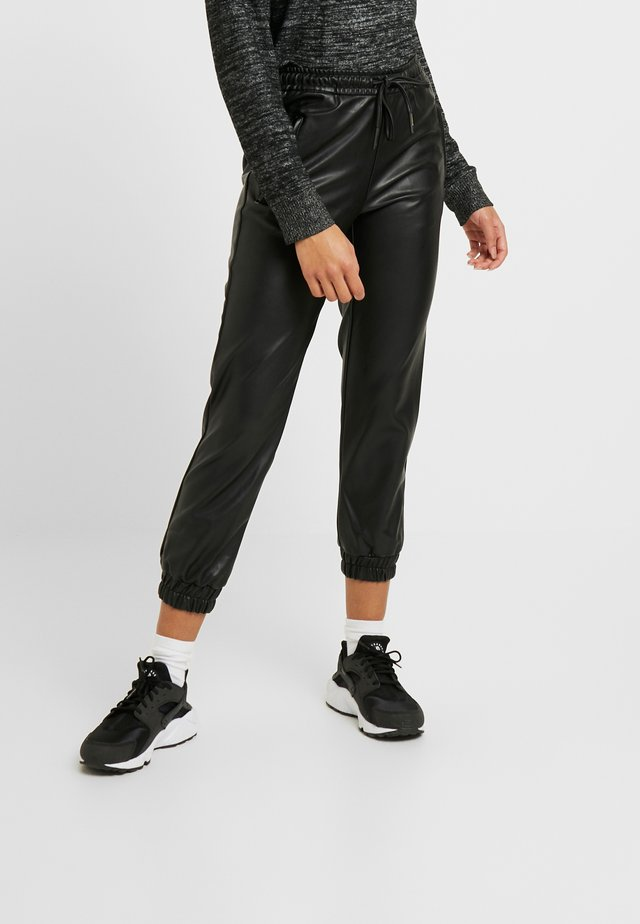 ONLBIRGITTE TOPAS STRING PANT - Trainingsbroek - black